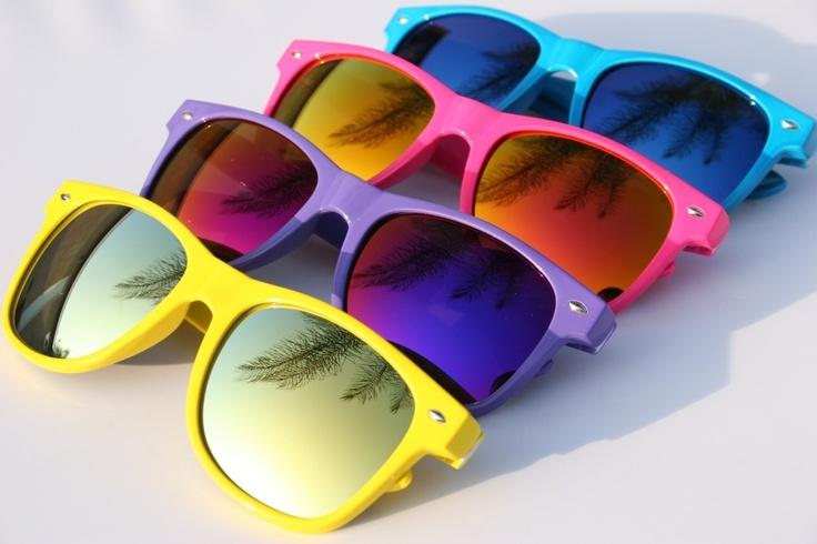 http://www.topsunglasses.net/wp-content/uploads/2017/10/Neon-Wayfarer-Sunglasses.jpg