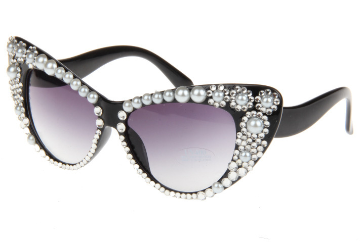 6ac92ab5a364 Whether its a Halloween party or occasions when you want to dress in a bit  gaudy fashion, a pair of sunglasses studded with rhinestones will make you  look ...